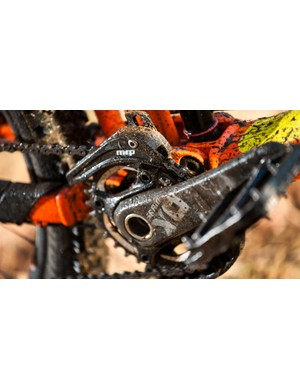 SRAM X01 cranks aren't standard on this model, but thankfully the MRP AMG guide is!