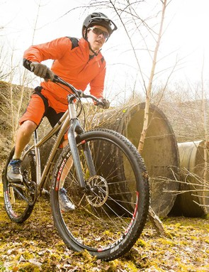 The Van Nicholas may have a carbon fork, but it's pretty old-school underneath, and not just in the short 'n' steep geometry. There's no room in the frame for the new wave of wide rims and big, 29+ tyres that work so well on rigid bikes