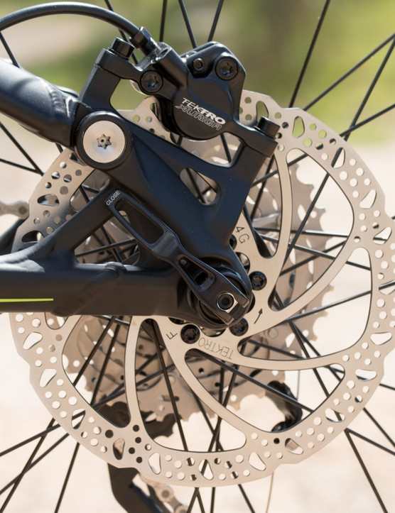 A 142 x 12mm thru-axle holds in the rear wheel