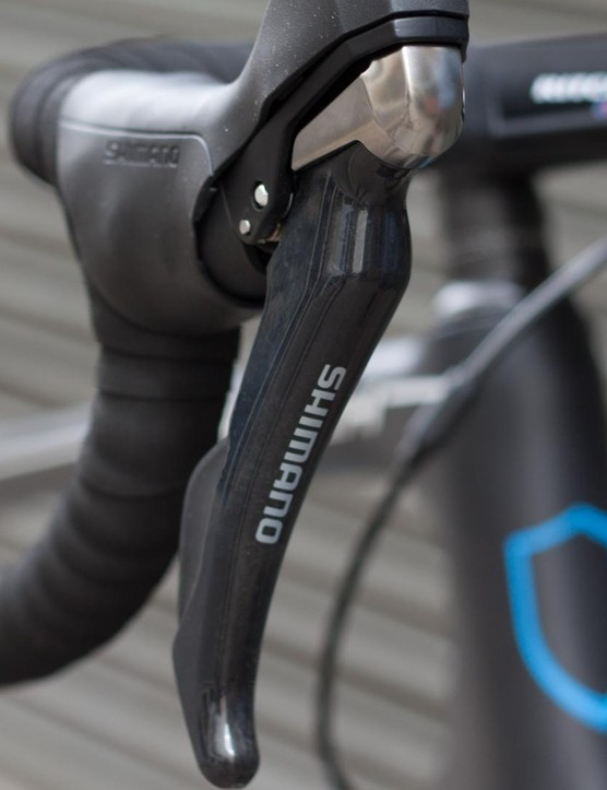 Shimano's RS685 shifters blend hydraulic braking with 11-speed mechanical shifting