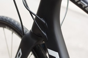 Internal cable routing keeps things tidy