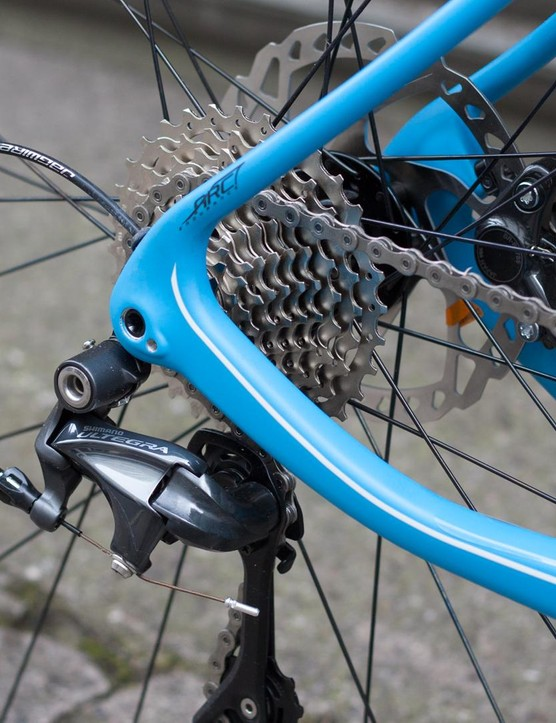 The drivetrain consists mostly of Shimano's Ultegra 6800 bits