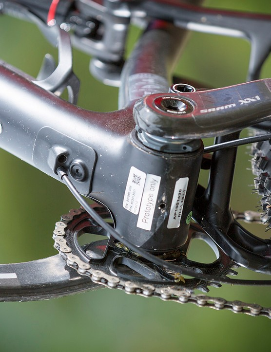 A removable plate on the bottom of the downtube allows for the internally-routed cables to be easily accessed