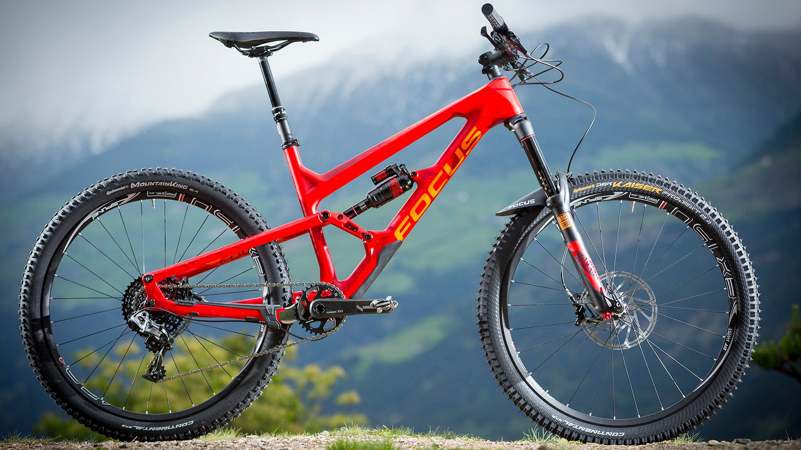 The SAM C Team brings carbon construction and top-end components to the SAM line
