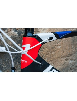 The internal cable routing enters the frame at the side of the top and down tubes