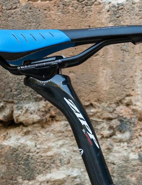The SL 700 had a Fizik Antares saddle and carbon Zipp seat post
