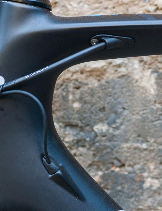 …neat – and the rubber bungs sit snugly against the frame