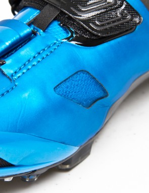 The inside of the shoe is kept rather minimal, letting the microfibre material keep things comfortable