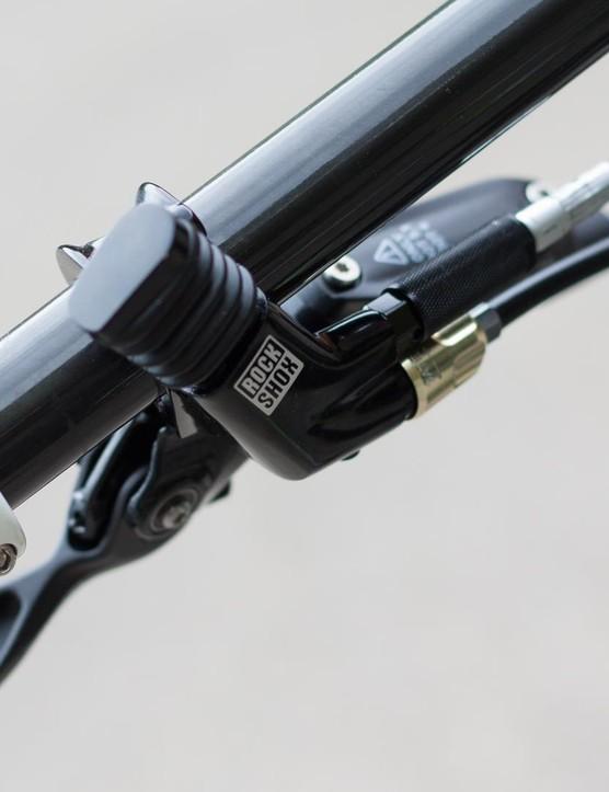 XLoc lockout lever offers useful and adjustable compression adjustment