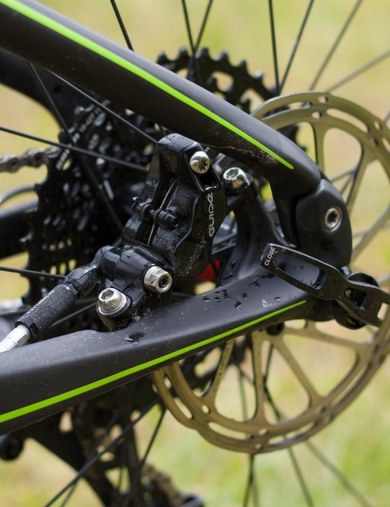 The rear brake is mounted inboard of the rear triangle – this doesn't only look neat but saves weight also