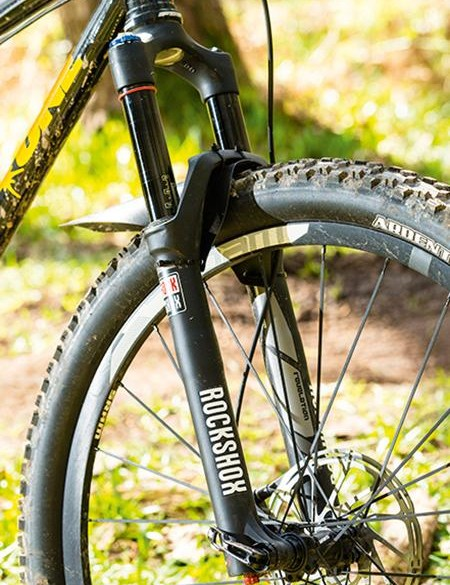 The 140mm RockShox Revelation fork is more than capable enough for the frame
