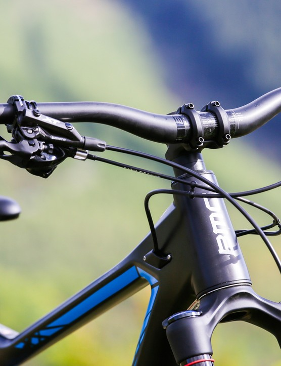 A wide(ish) bar and short stem are welcome sights on any trail bike