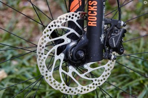 A 180mm front rotor helps tame the descents
