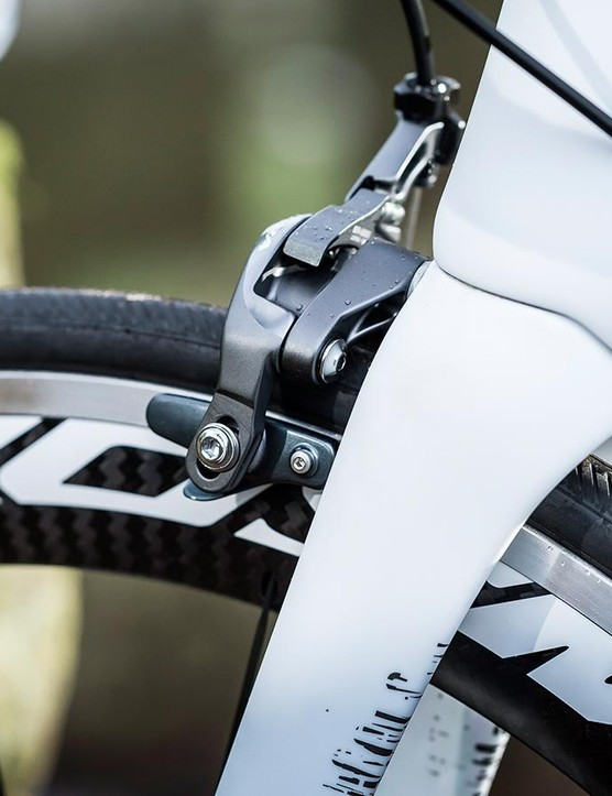 A carbon fork's in keeping with the low weight theme, while Shimano Ultegra brakes keep the Rose under control