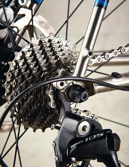Shifting is carried out by Shimano 105 kit