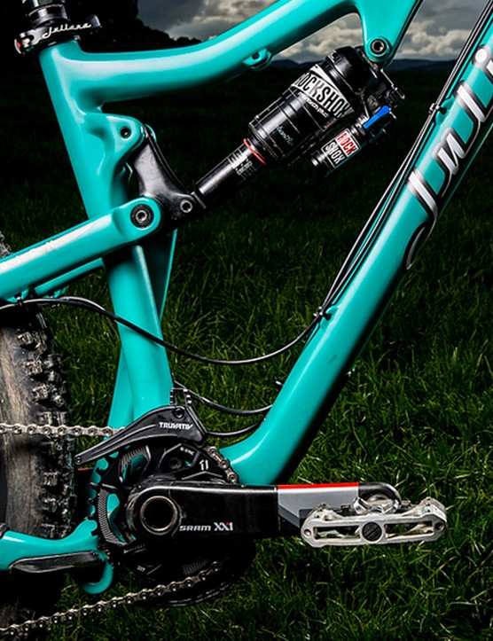 A SRAM XX1 Crankset with Crankbrothers' Mallet Pedals is Anka Martins preferred setup