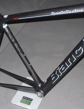 At 788g for this 55cm frame the Specialissima is light