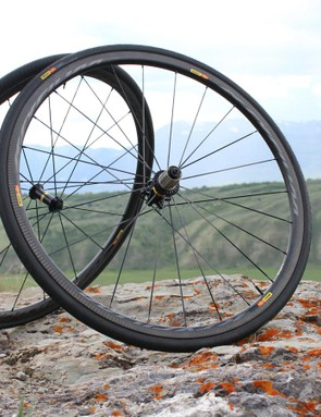The new Mavic Pro Carbon SL wheels come in clincher and tubular, in rim brake and in disc
