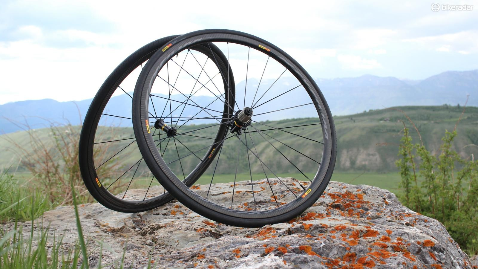 The new Mavic Ksyrium Pro Carbon SL comes in clincher and in tubular formats