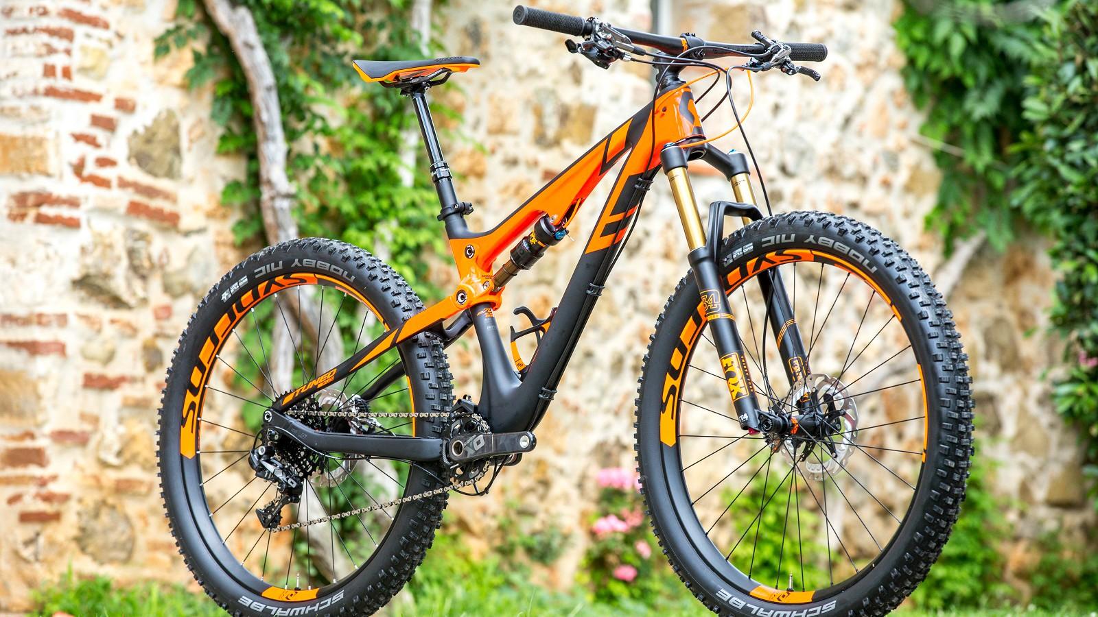Scott's new Genius 700 Tuned Plus bike gets 40mm rims (internal width) and 2.8in Schwalbe tyres