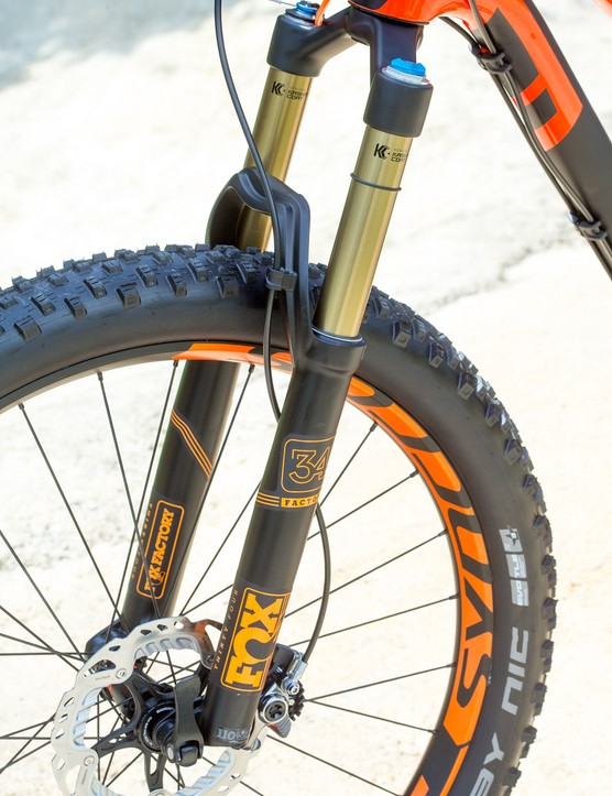 Fox's newly revised 34 Factory fork with 15x110mm axle gets the new FIT4 damper and has three modes, all controlled via the TwinLoc remote lever