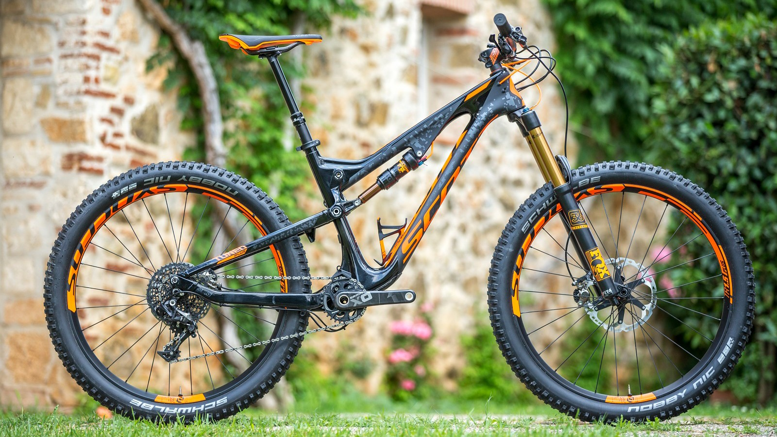 Scott's longer travel Genius LT 700 Tuned Plus offers up 160mm of travel at the front and rear