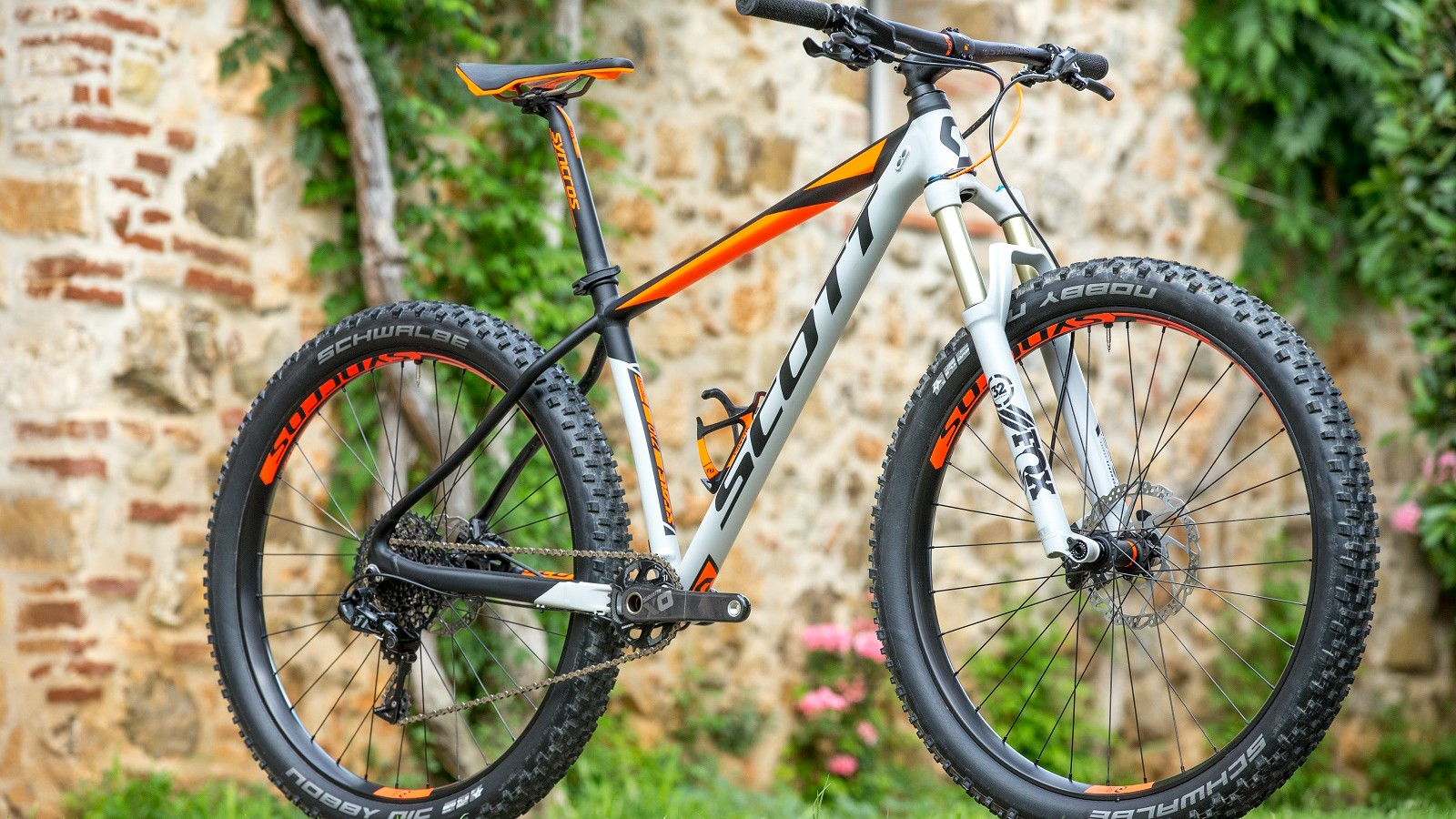 Scott's Scale 710 Plus bike is more trail orientated than its skinnier tyre Scale counterparts, boasting a slacker head angle and 2.8in tyres