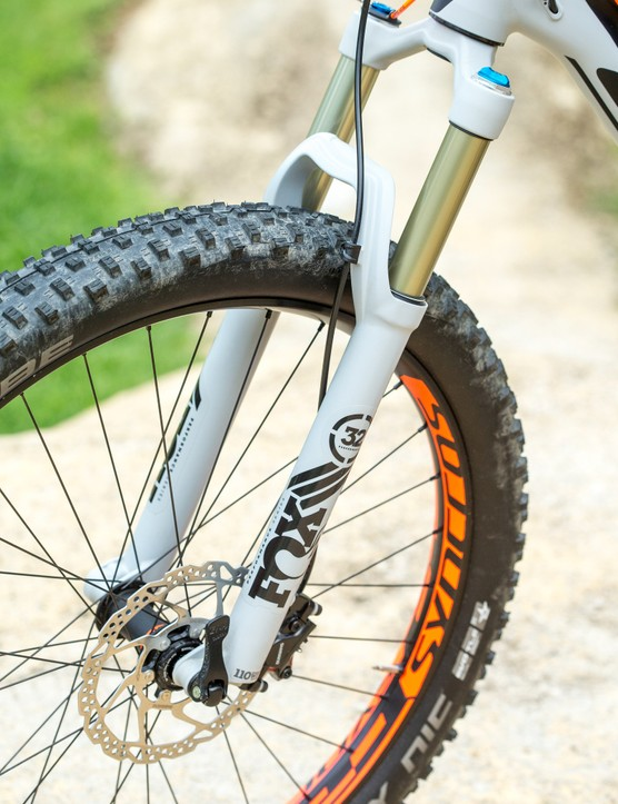 The Fox 32 Float Performance fork offers up 120mm of travel with the latest FIT4 damper and uses a 15x110mm axle
