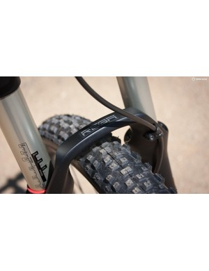 There's an ever-popular RockShox Reba at the front