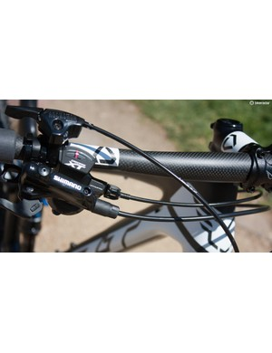 More nice detailing and nice carbon bars from Felt