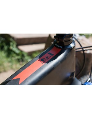 This Nine 1 is made with TeXtreme for a super light weight and strong frame