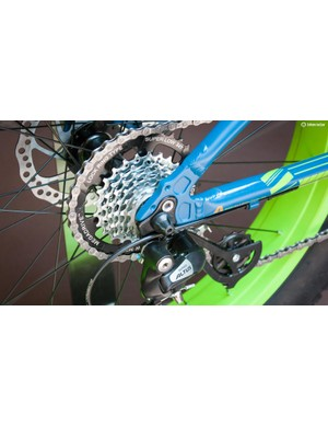 There's a seven-speed cassette and Shimano Altus rear derailleur...
