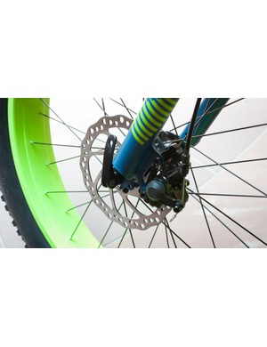 Tektro M280 mechanical discs with 160mm rotors provide front and rear stopping