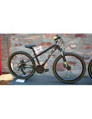 The Q24 Disc has mechanical discs and a SR Suntour M3020 fork – designed to engage under a child's weight