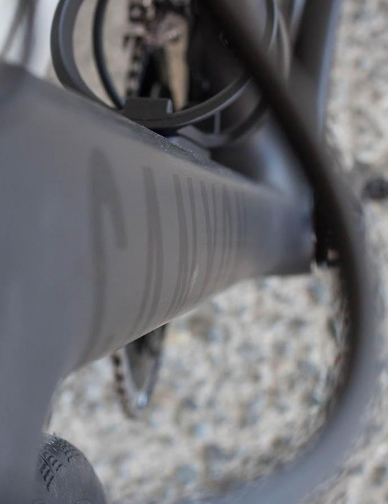 The down tube has a Kamm-like cross-section