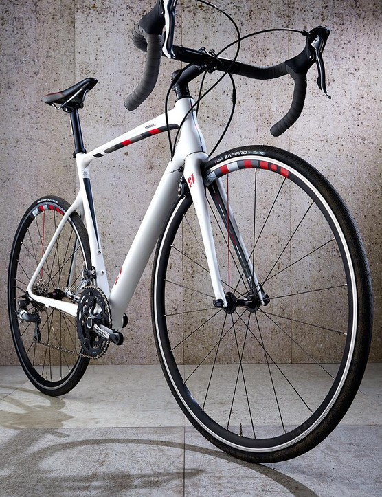 The slim head tube and neck of the frame are soft in terms of steering precision