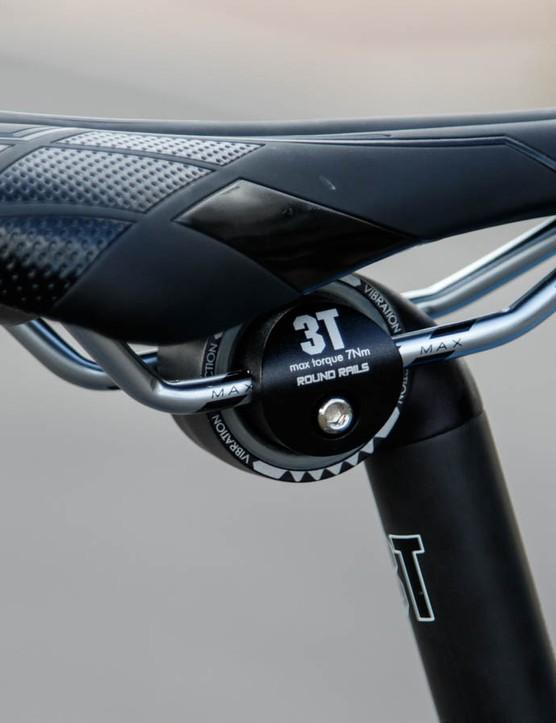The Corsa ER uses 3T's new Ionic Comfort carbon seatpost. This isolates the clamp head with the post by using a elastomer ring - all in the name of seated comfort