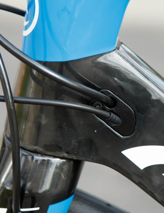 These cable ports are part of Avanti's interchagneable cable system. Like many other brands, the Corsa ER will work with Di2 and mechanical