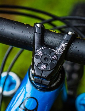 The top two models feature a 30mm stem with new 35mm clamp diameter bar and stem