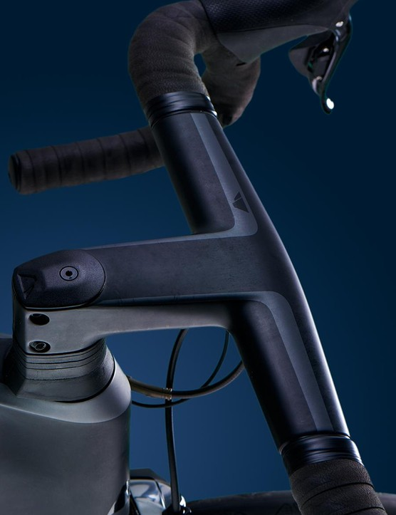 The 'brutalist' one-piece carbon stem and handlebar fits in well with the rest of the Aeroad's look