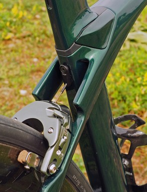 The integrated seatmast design allows the centerpull rear brake's cable to travel straight through the top tube