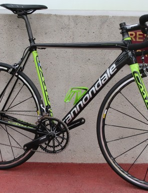 This paint scheme of the CAAD12 is for the 105 rim brake model. However, here it is pictured with a different (wrong) spec