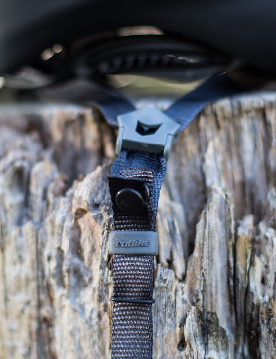 Lightweight straps are unobtrusive and quiet at speed