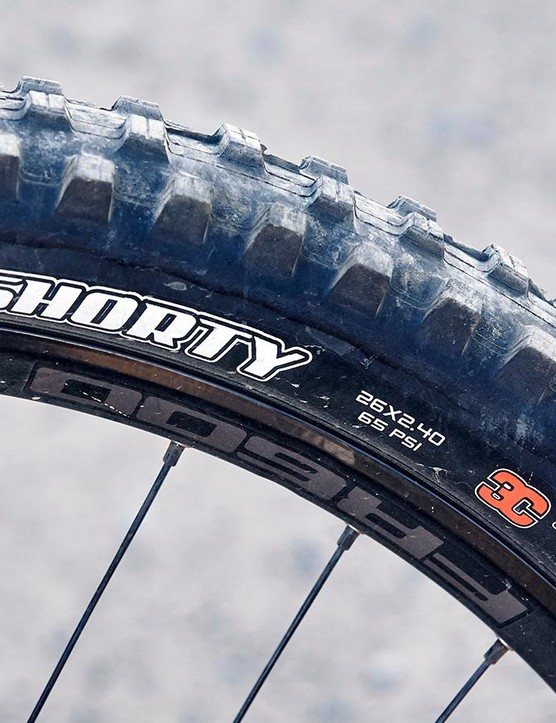 There's plenty of front end grip thanks to the aggressively treaded Maxxis Shorty front tyre and sensitive RockShox Boxxer Team fork