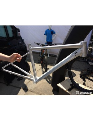 The prototype Attain alloy disc frame weighs in at 1343g