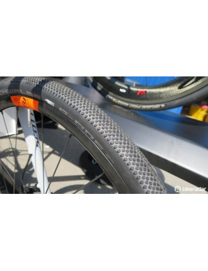 The new Tubeless compatible syncros alloy disc wheels fitted with 38c gravel tyres from Schwalbe