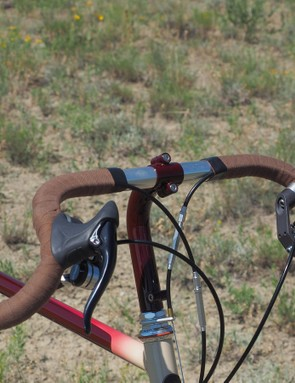 The Velox cotton bar tape perfectly matches the Cinelli saddle