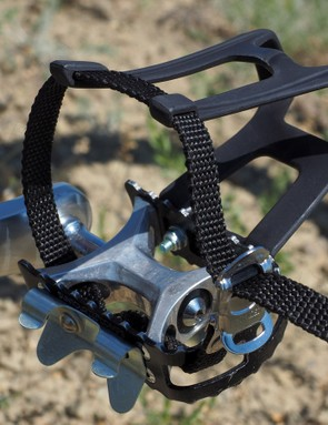 The Suntour XC Comp pedals are fitted with rare Specialized toe clips and straps, and ever more rare WTB Toe Flips on the back of the cage