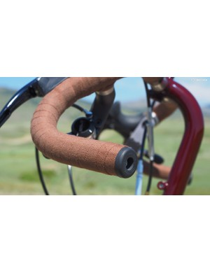 Classic Velox cotton bar tape with the matching expanding rubber plugs