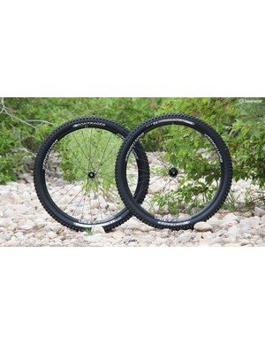 Designed for aggressive trail riding, the Line Elite TLR Disc wheelset features wide rims, tubeless-compatibility and a quick-engaging freehub